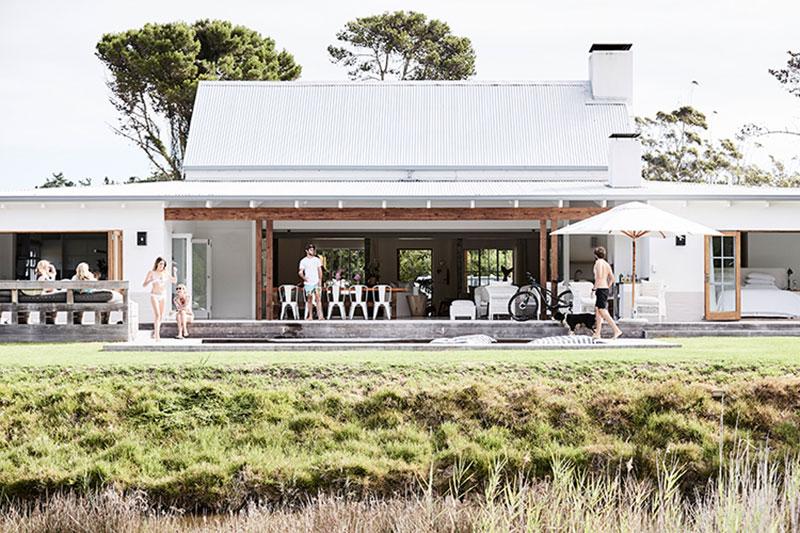 белый современный интерьер дома
