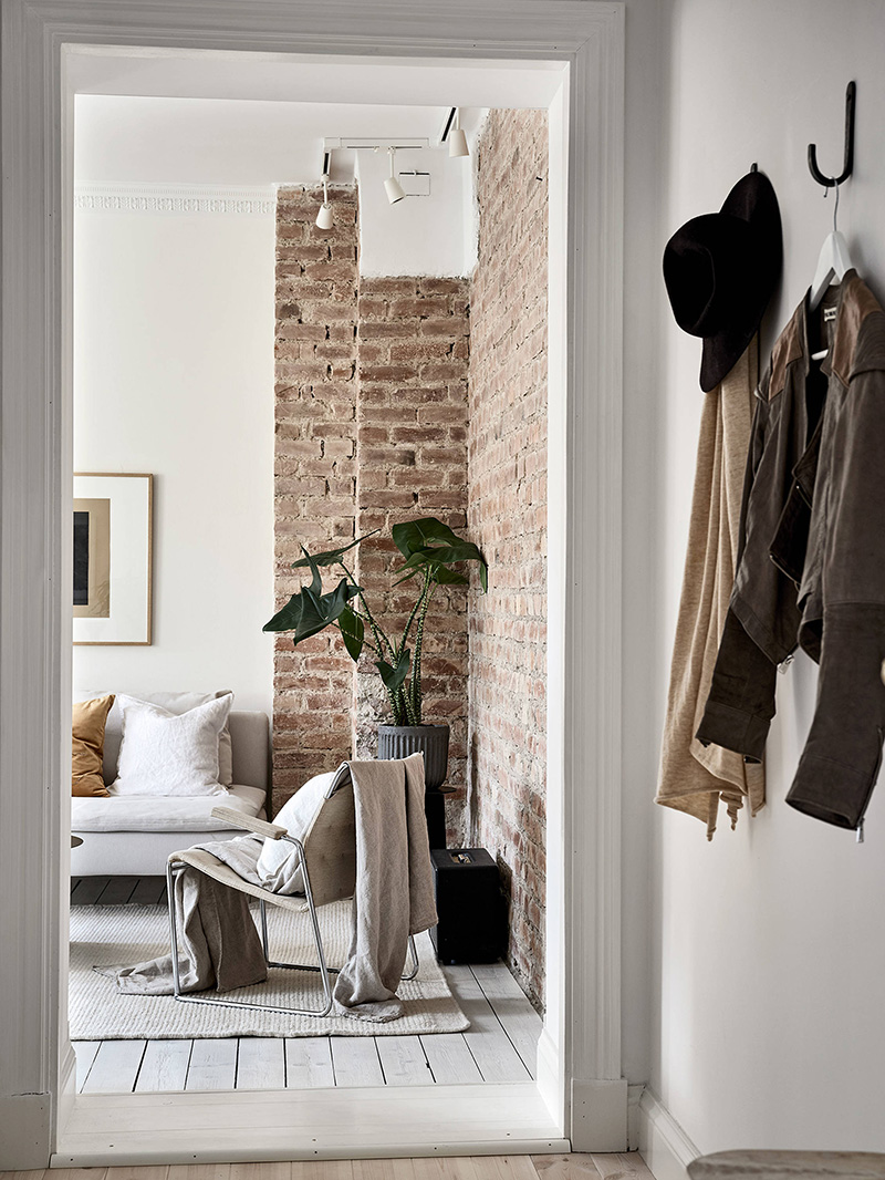 Brick Wall And Decorative Plaster Design Of A Small Scandinavian Apartment 54 Sqm Foto Idei Dizajn