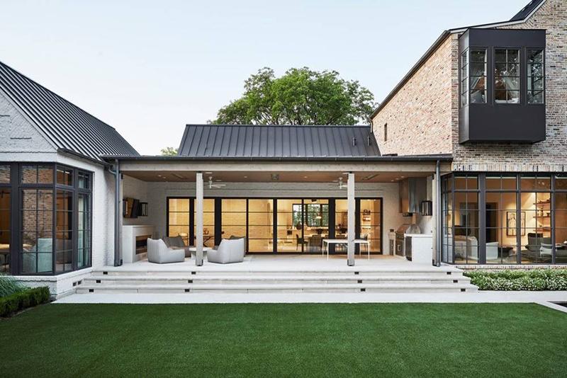 Элегантный современный дом в мягких оттенках, залитый светом, в Техасе