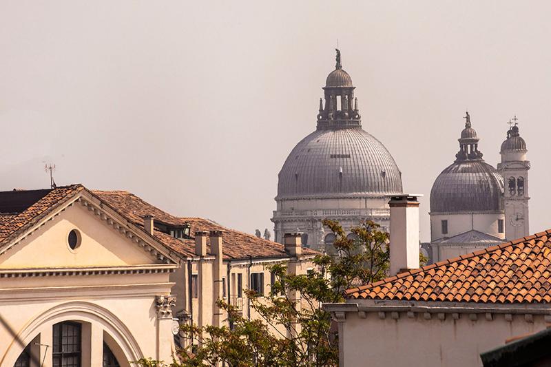 Прекрасный дизайн отеля Il Palazzo Experimental в классическом палаццо в Венеции
