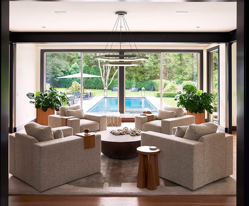 Модный и уютный интерьер дома в Хэмптонсе