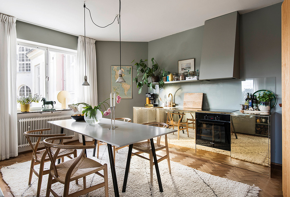 Unusual layout and glassy kitchen cabinets: apartment in ...