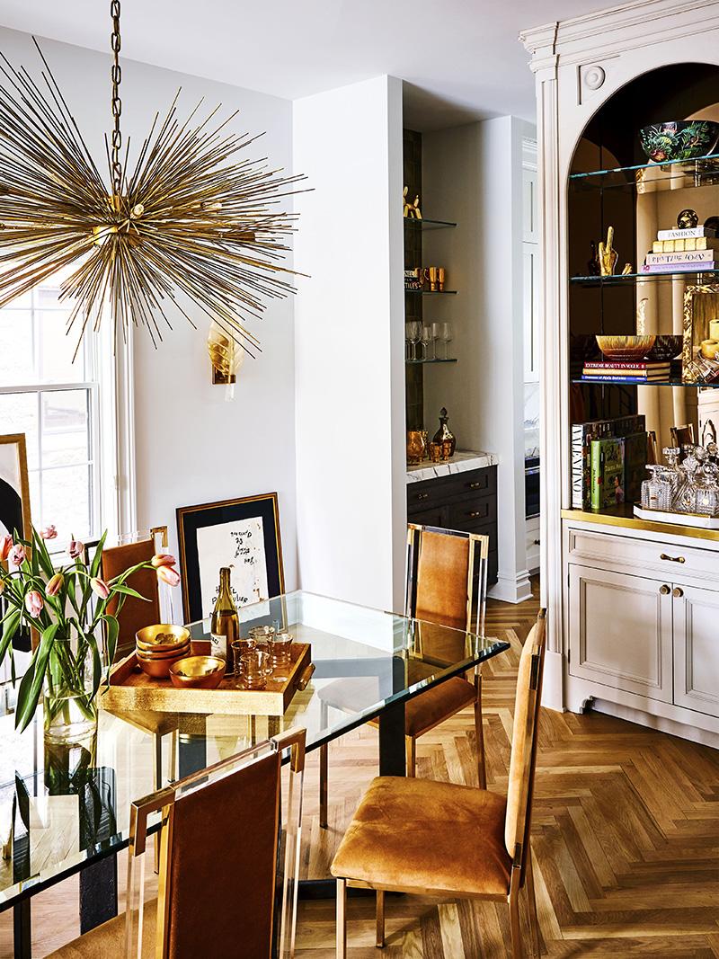 金色装饰的餐厅