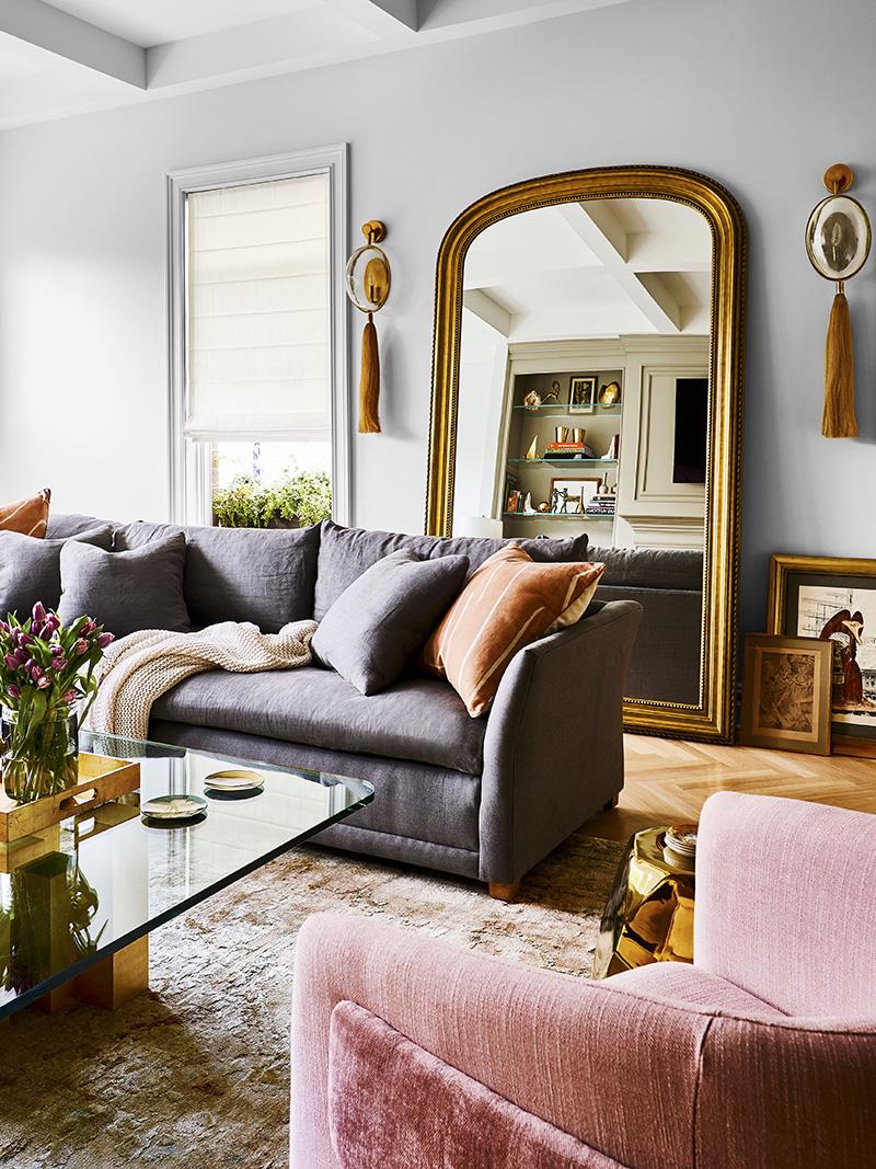 灰色三人沙发配粉色单人沙发客厅