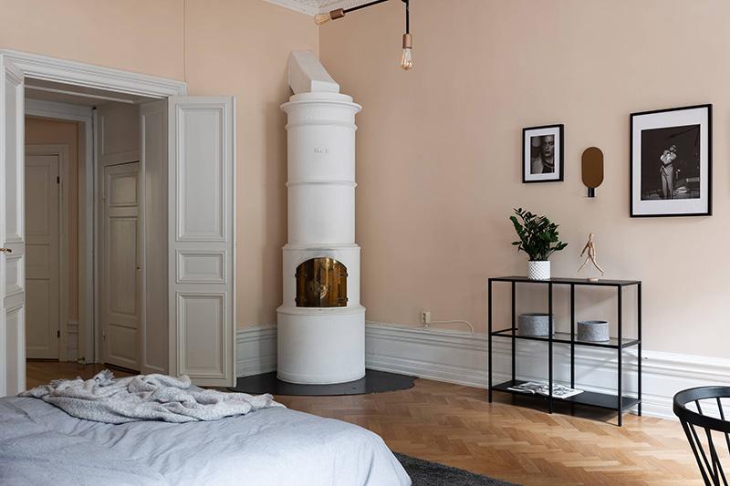 Скандинавский интерьер и персиковые стены — отличный дуэт!