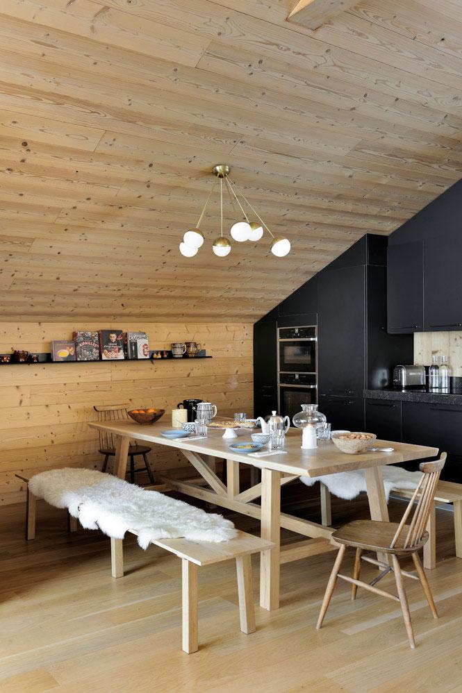 Минималистичный деревянный домик в горах с роскошным видом