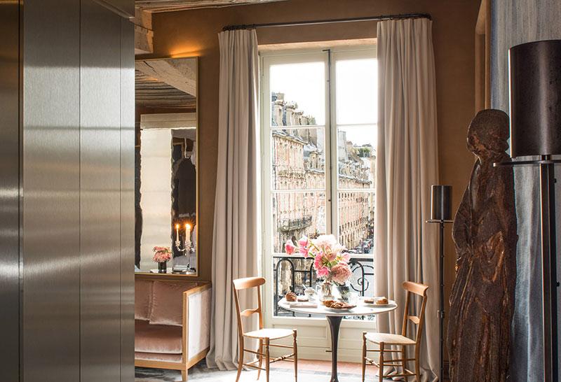 Отель Cour des Vosges с потрясающим видом на знаменитую площадь в Париже