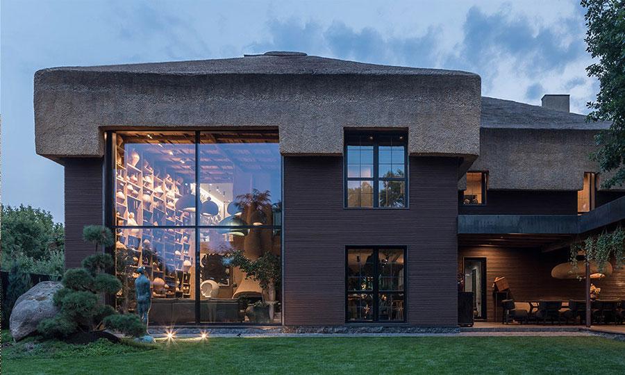 Удивительный дом с соломенной крышей для семьи дизайнера Сергея Махно под Киевом