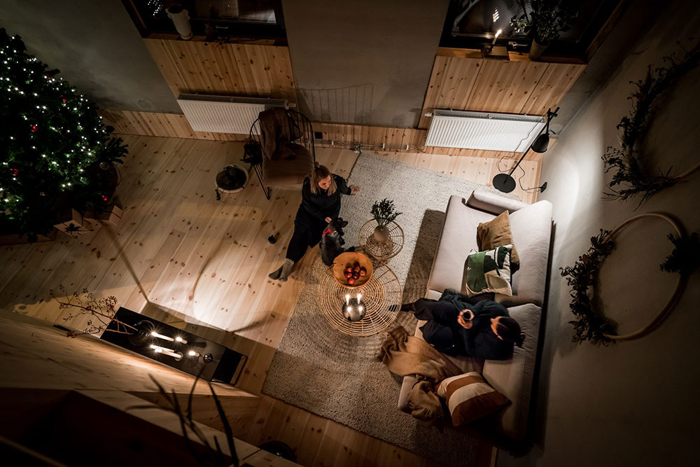 Вечерний праздничный уют в одном скандинавском доме