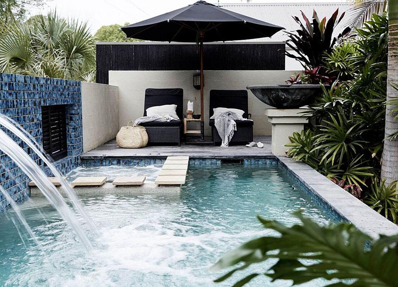 Курортная вилла с бассейном на побережье Австралии