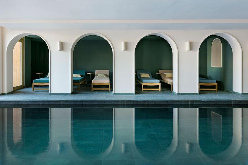 Стильный пятизвёздочной отель Le Coucou во французских Альпах