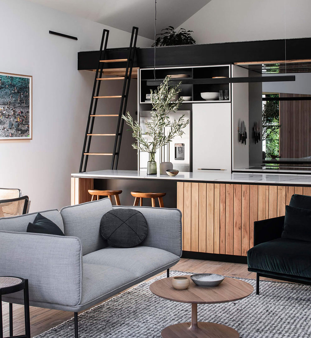 Красивое использование дерева в интерьере небольшого дома в Австралии