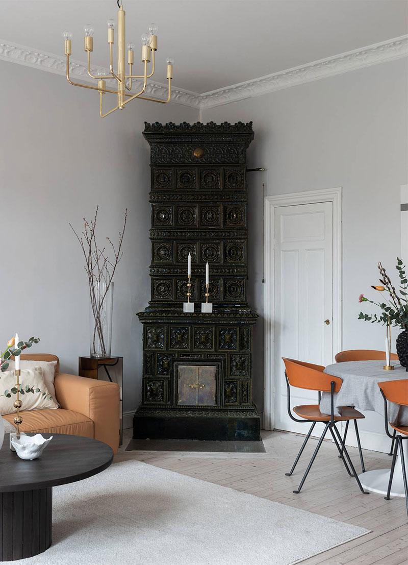 Стильный скандинавский интерьер с рыжим диваном (67 кв. м)