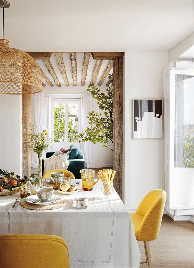 Светлая квартира с балками и 9 балконами в 100-летнем доме в Мадриде