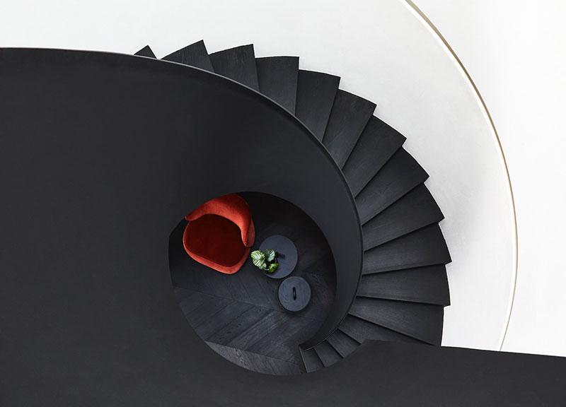 Дом в Мельбурне с эффектной лестницей и большой коллекцией картин