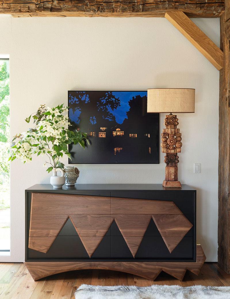 Рустикальный интерьер с индейским декором: загородный дом для семьи в штате Нью-Йорк