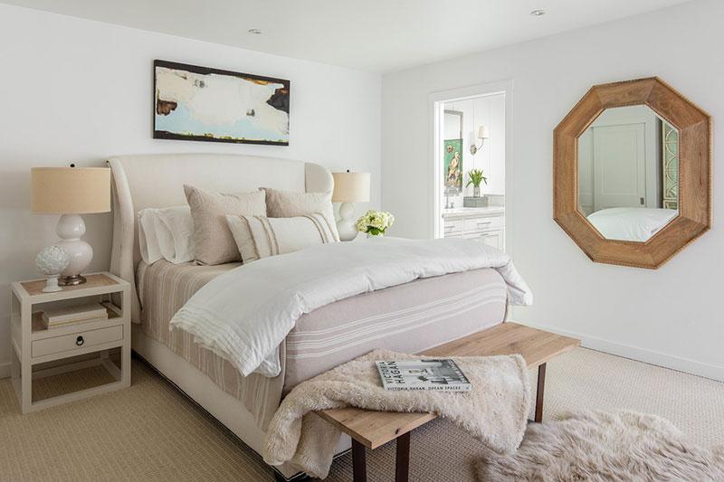 Красивый светлый домик с молочными интерьерами в Калифорнии