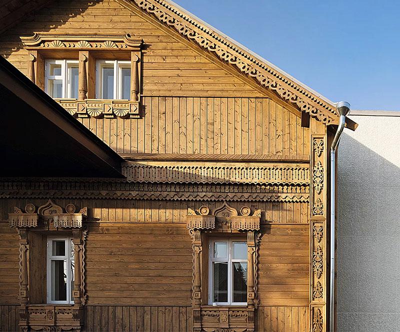 Игривый современный дизайн деревянного дома в русском стиле в Суздале