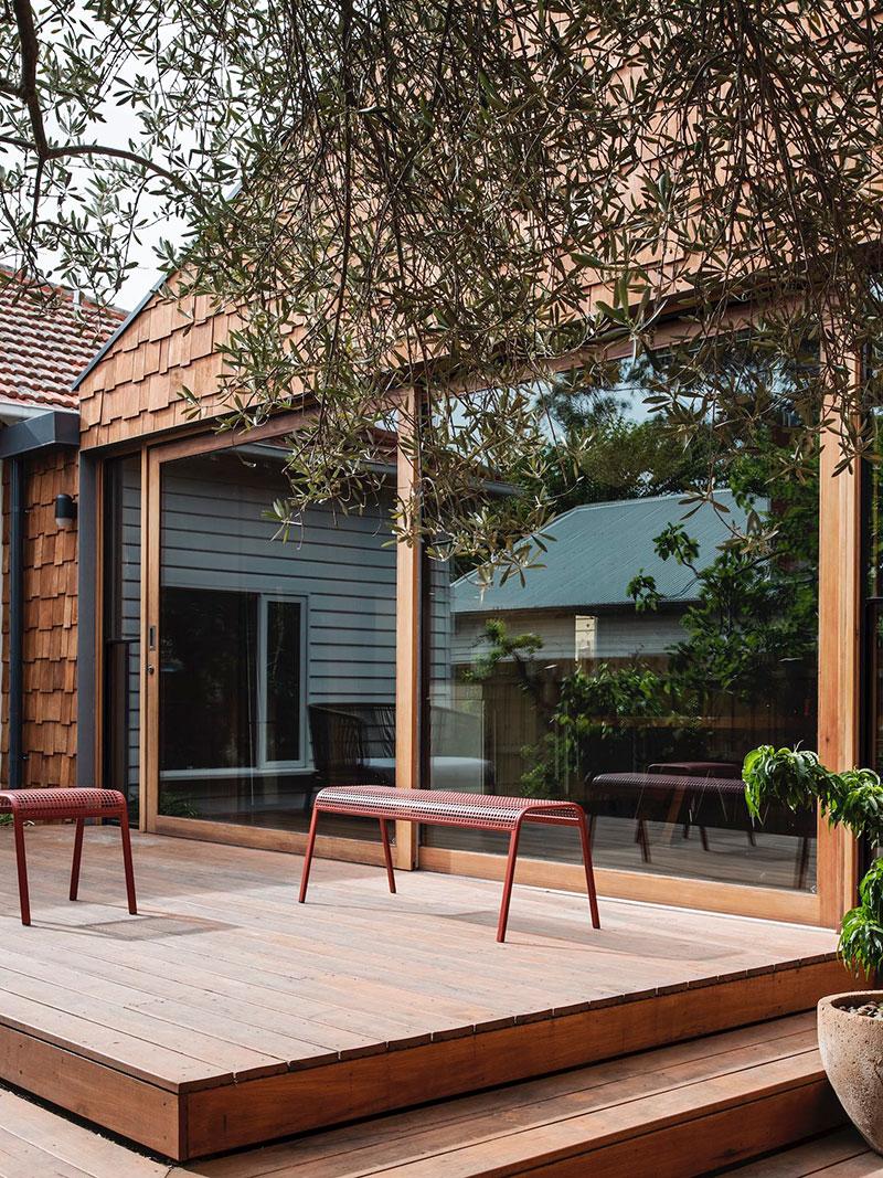 Слишком много дерева не бывает: небольшой современный коттедж в Мельбурне