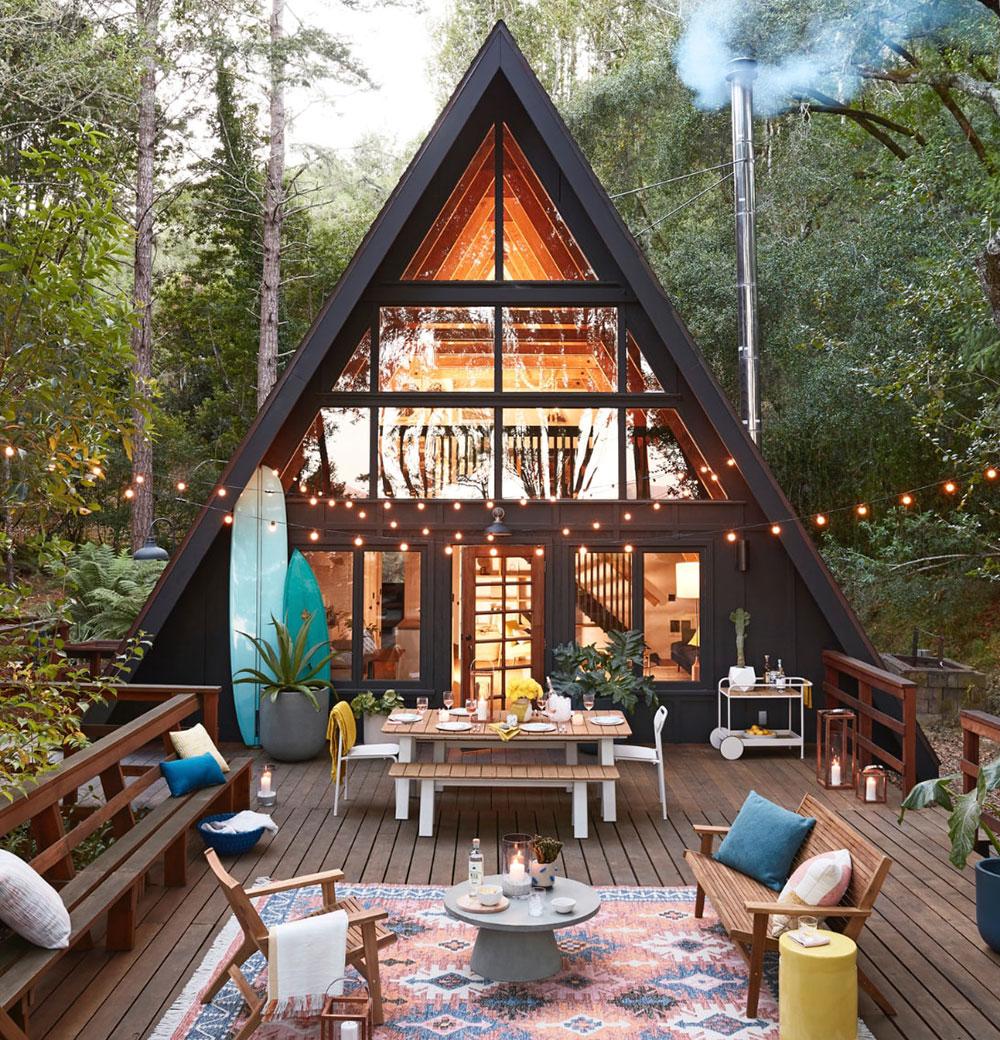 Замечательный летний дом в форме буквы