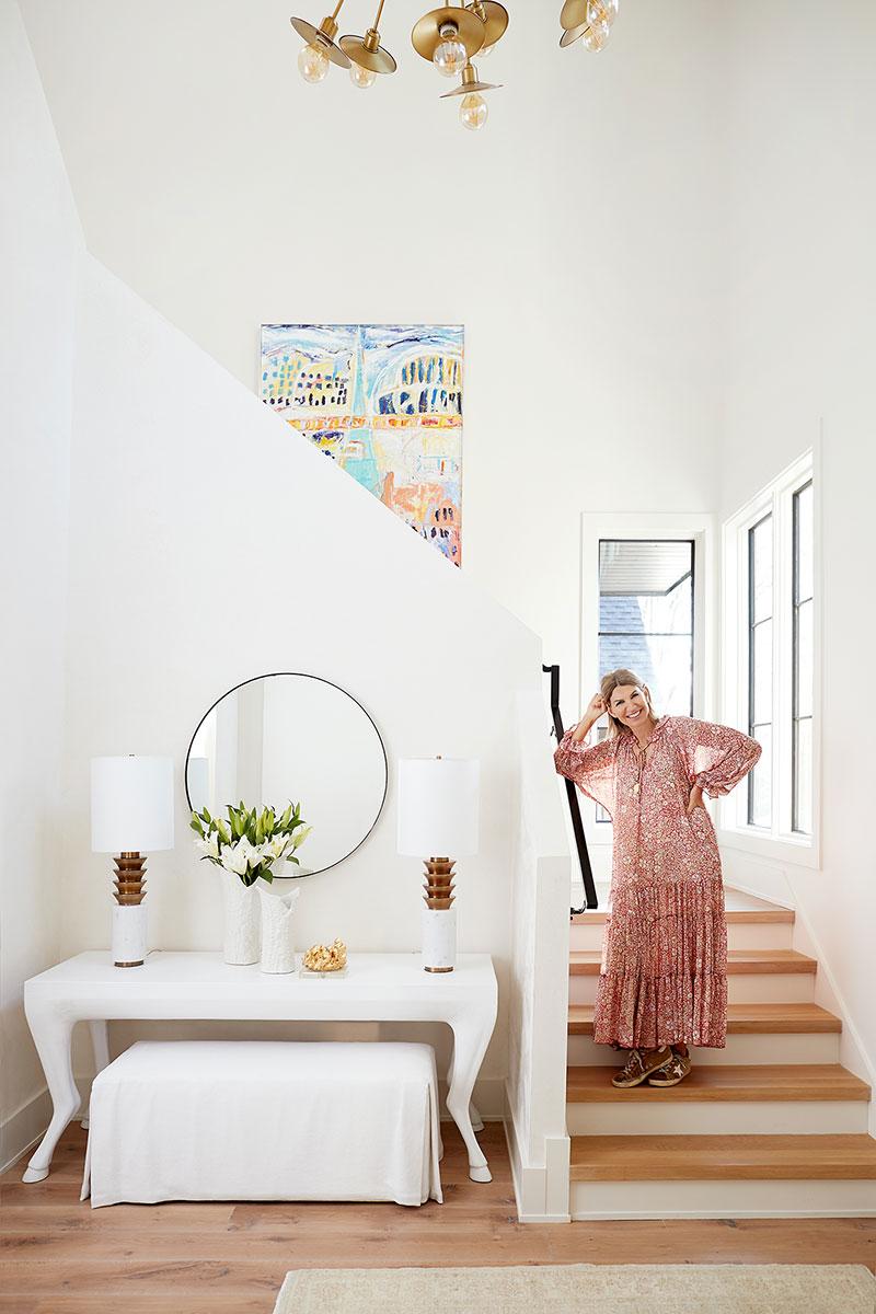 Современный дом с нежными светлыми интерьерами в Шарлотт