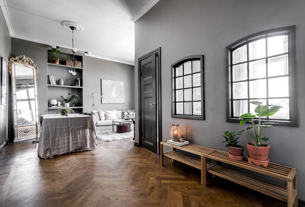 Небольшая двухкомнатная квартира в тёмно-серой гамме (48 кв. м)
