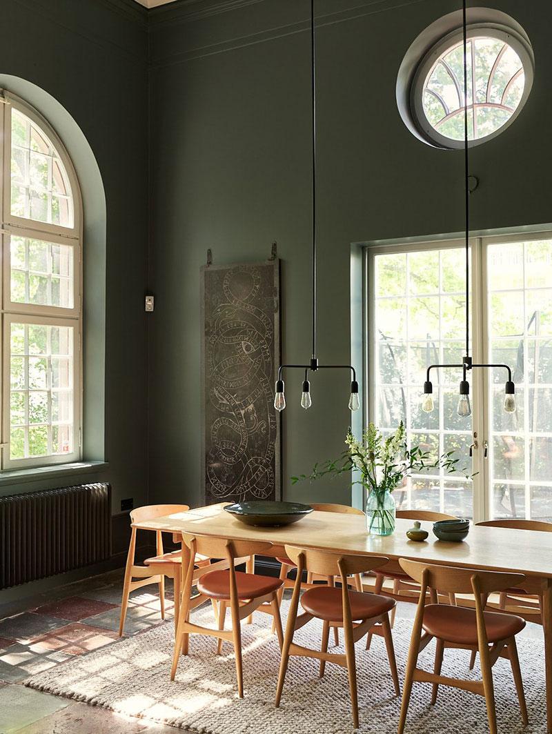 Удивительный дом с зелёными интерьерами в бывшей часовне в Швеции