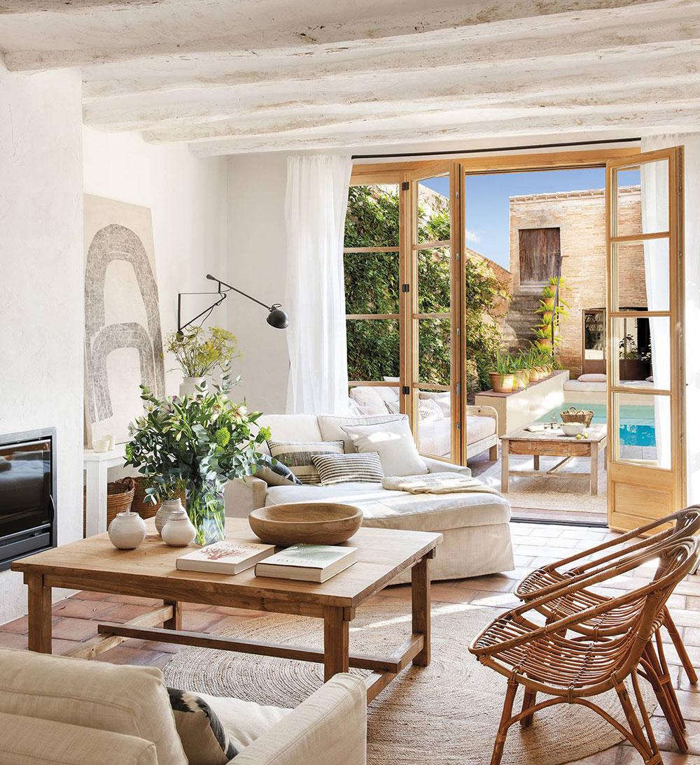 Уютный небольшой оазис с бассейном в Барселоне