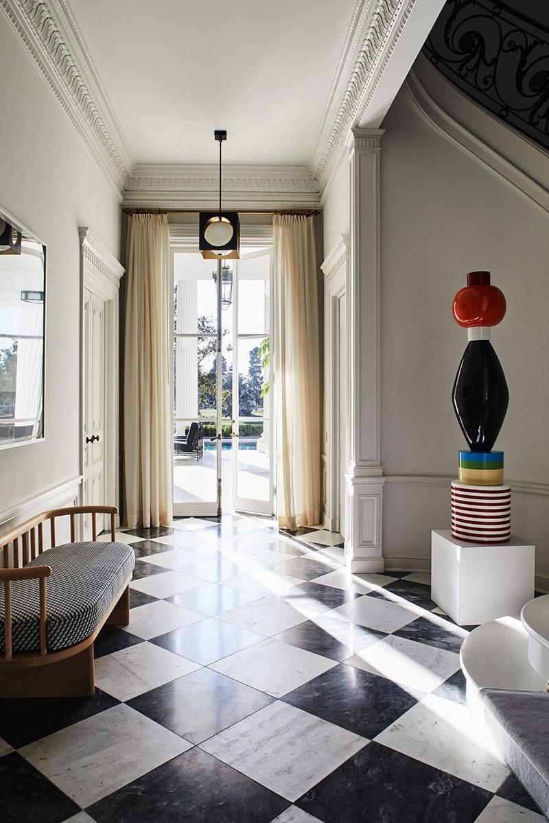 Величественный особняк с колоннами в Калифорнии