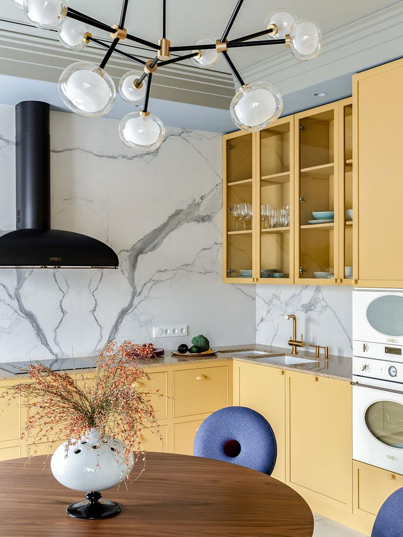 Яркая квартира с жёлтой кухней в Минске