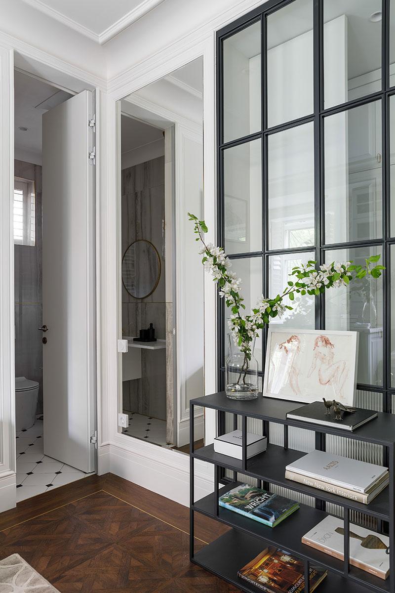 Белая квартира в доме 1926 года в Санкт-Петербурге (55 кв. м)