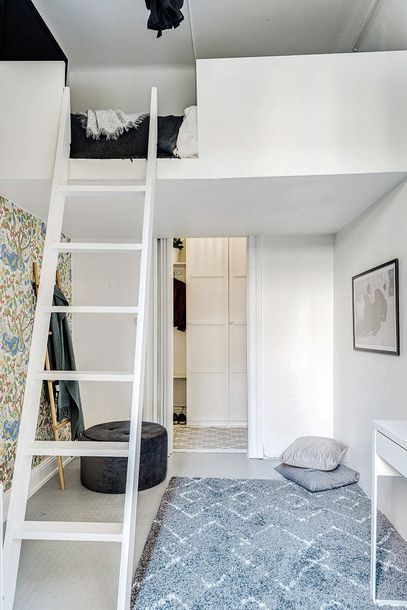 Необычная небольшая квартира с двумя антресолями в Швеции (55 кв. м)