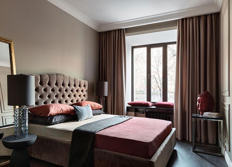 Кирпичная стена и классический камин: современная квартира в старом доме в Москве (54 кв. м)