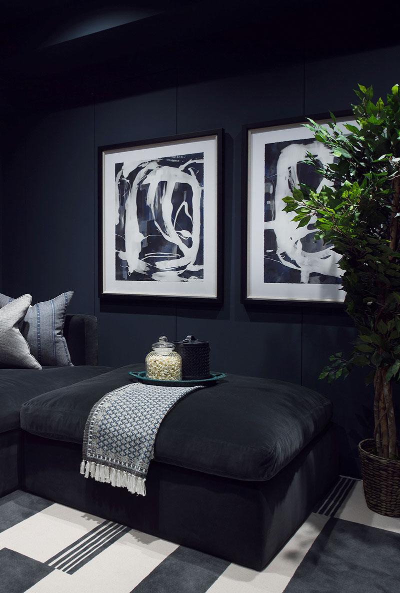 Нейтральный интерьер квартиры с множеством растений в Лондоне