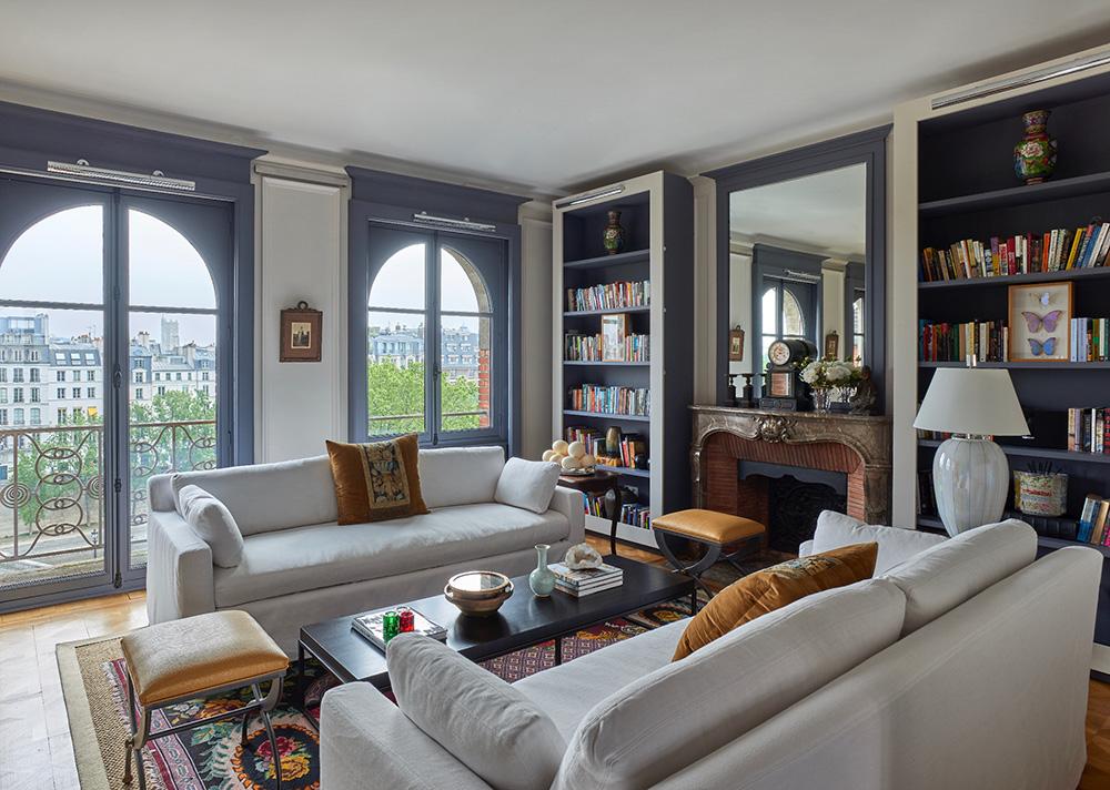 Апартаменты английского дизайнера с видом на Лувр в Париже