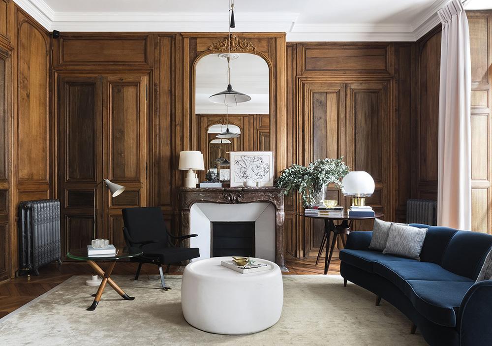 Классика вне времени: красивый интерьер с деревянными элементами в Париже