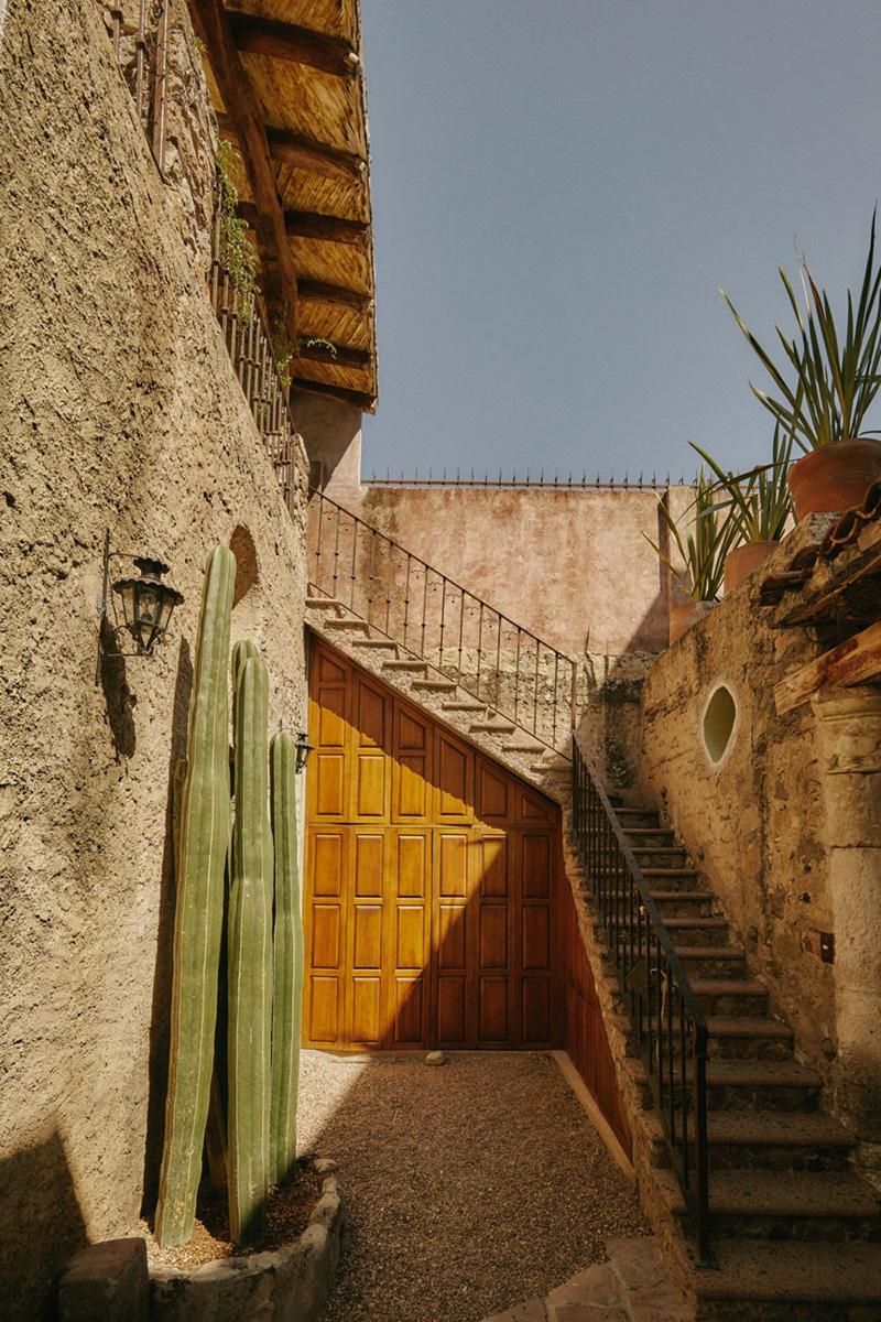 Колоритный гостевой дом в здании XVII века в Мексике