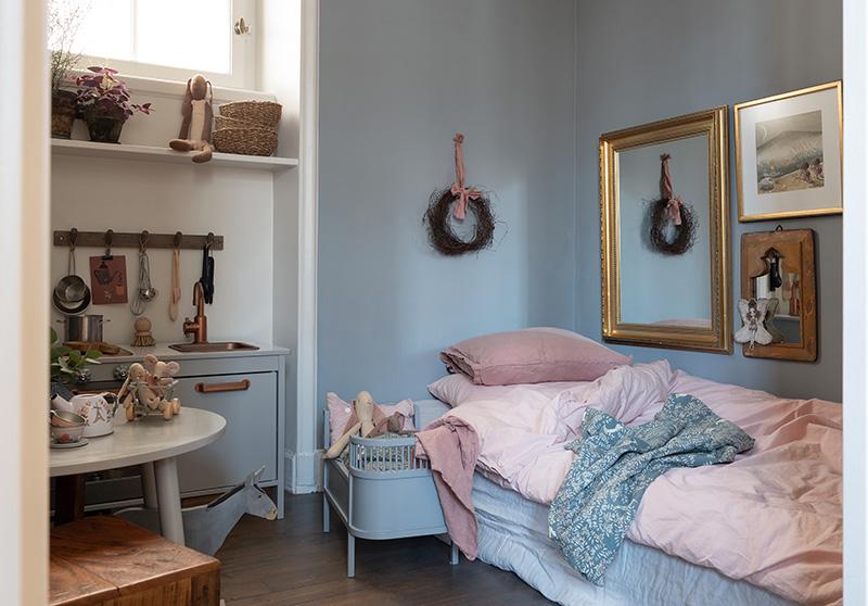 Красивый интерьер в прохладной гамме в великолепном доме в Стокгольме