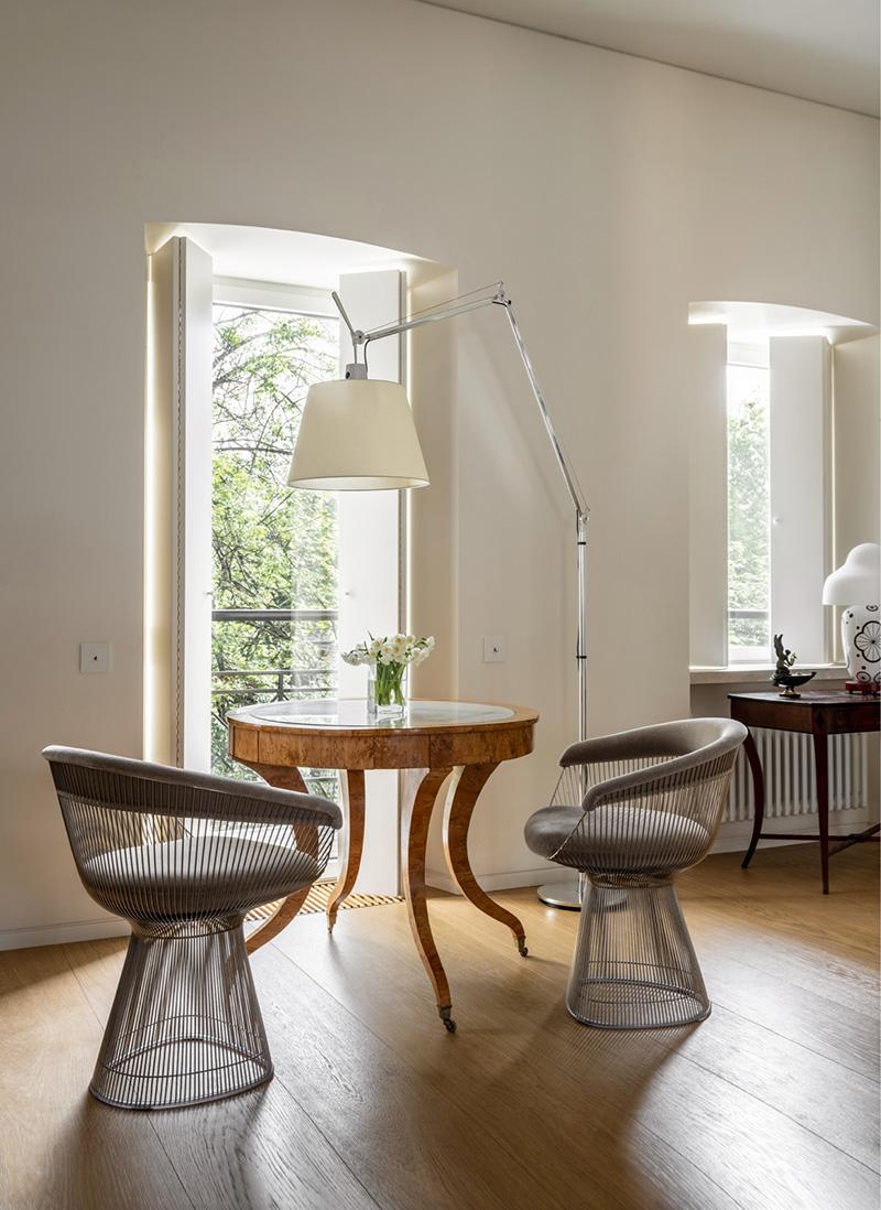 Утончённая современная мебель и антиквариат — отличный тандем! Квартира в Москве