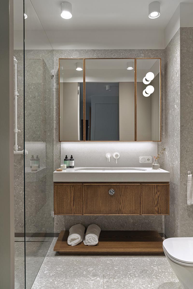 Открытая гостиная и стиль midcentury modern: модная квартира в Гданьске (66 кв. м)