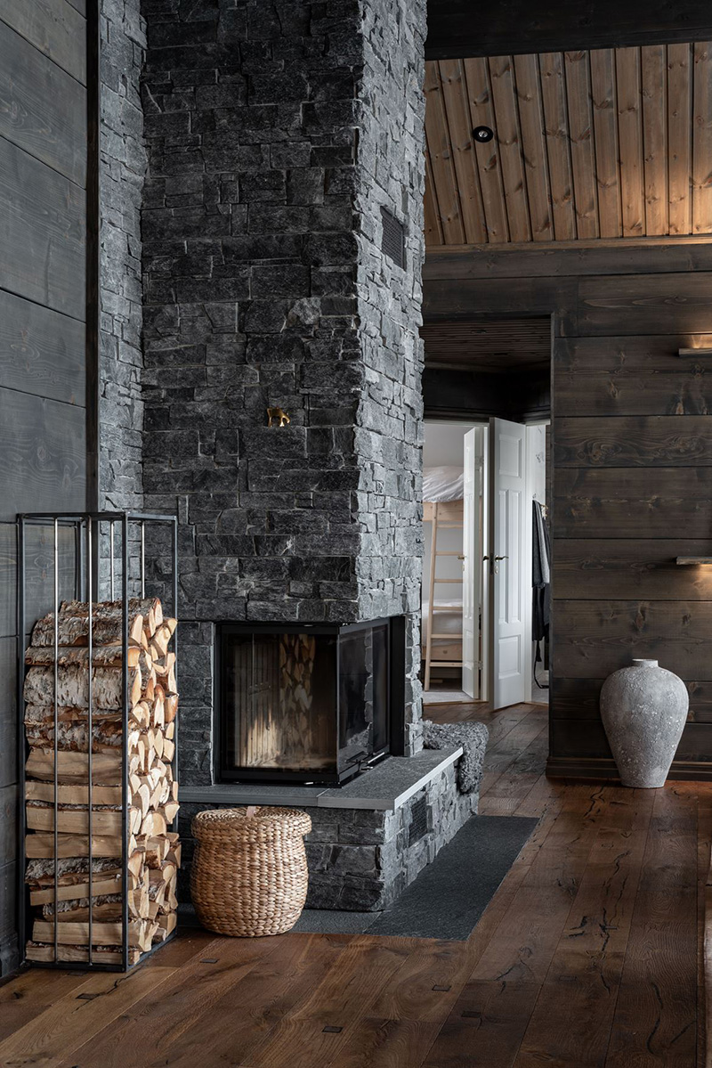 Очень уютный коттедж с видом на озеро в горах Швеции