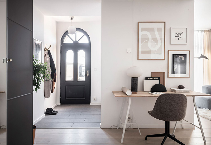 Светлая квартира-студия на первом этаже с собственным входом (64 кв. м)
