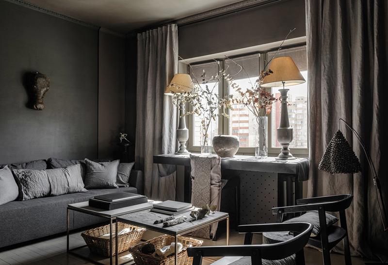Красивая небольшая квартира дизайнера в приглушённых тёмных тонах в Москве