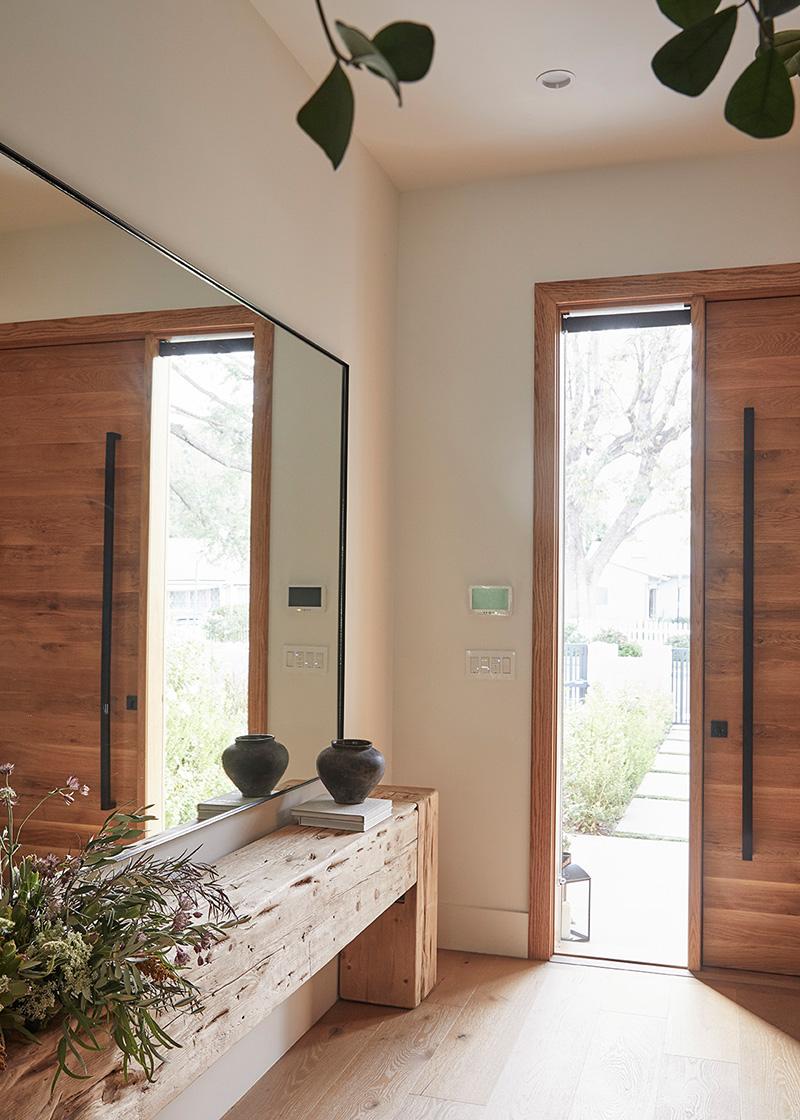 Стильный и уютный интерьер с обилием деревянных элементов в Калифорнии