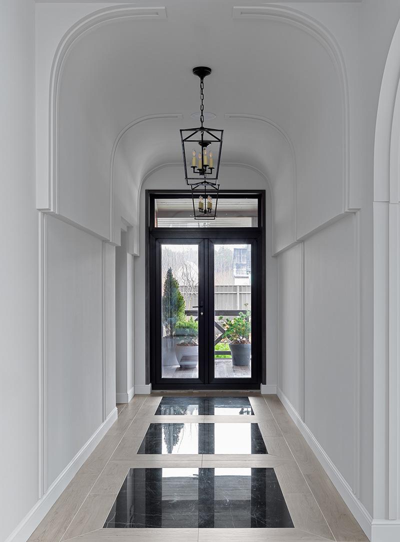Великолепная современная классика в дизайне дома под Санкт-Петербургом (250 кв. м)