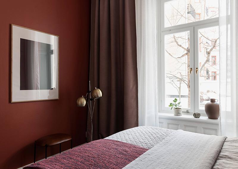 Зеленые стены и арочное окно: квартира в старом доме в Стокгольме (60 кв. м)
