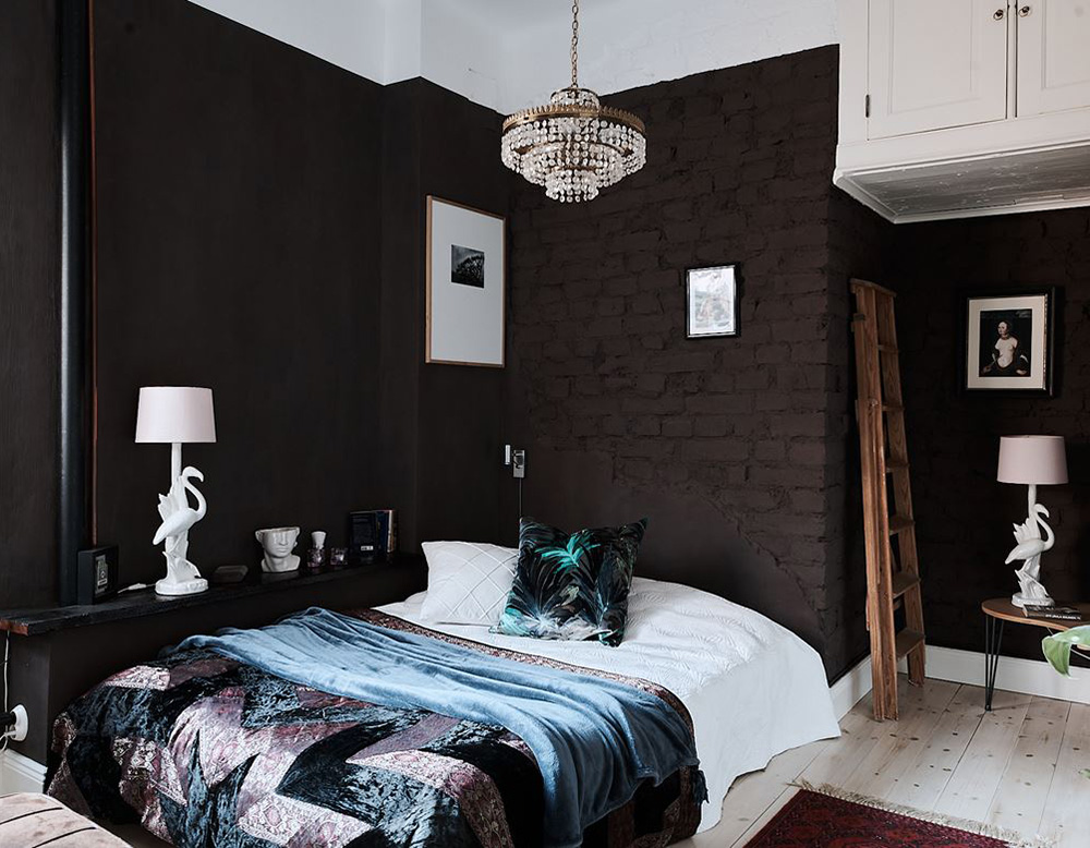 Интересная чёрно-белая квартира с мансардой в Стокгольме (66 кв. м)