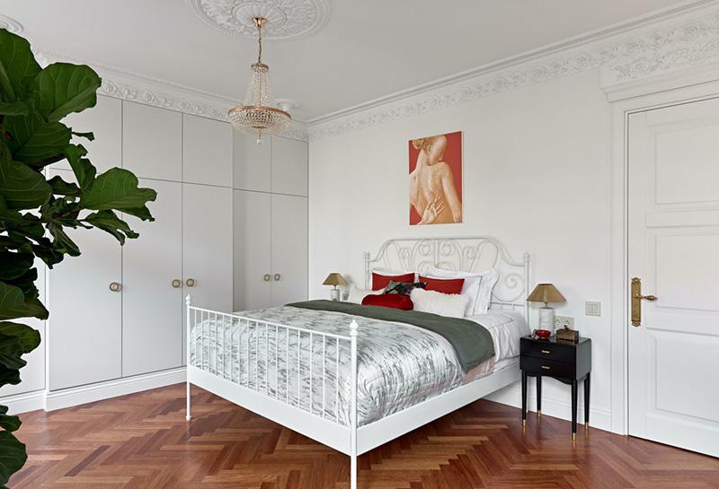 Просторная современная квартира с антиквариатом и сауной в Санкт-Петербурге