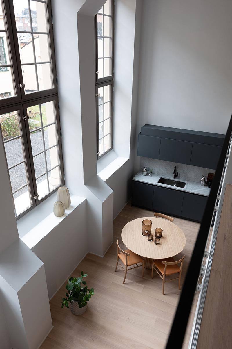 Минималистичный лофт в старинной гимназии в Стокгольме (100 кв. м)