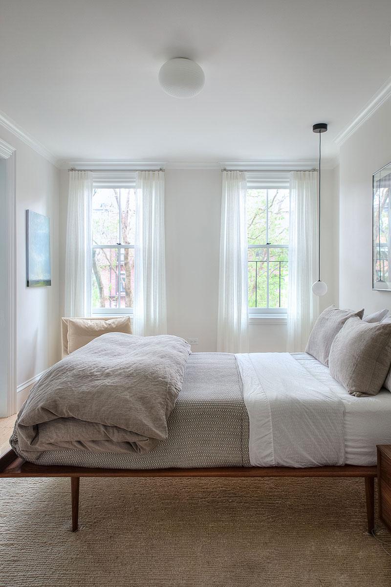 Уютный современный дизайн старинного таунхауса в Бостоне